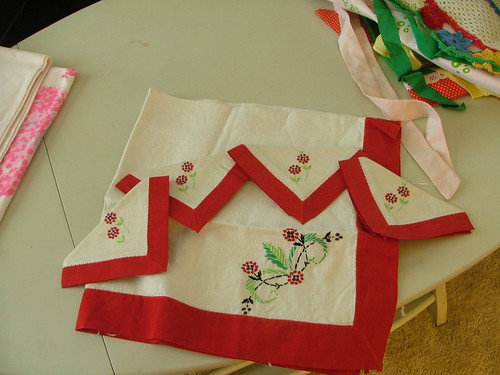 Vintage Tablecloth w/ 4 napkins
