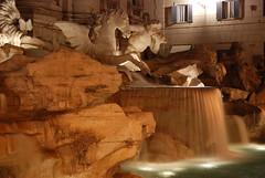 Arriva la cavalleria... PEPEPEPEPEPE! (peezza82) Tags: horse rome roma water statue night view acqua cavalli monumenti fontanaditrevi peezza82 ivecum