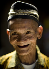 Old man smiling, Borobudur, Java, Indonesia (Eric Lafforgue) Tags: old man smile hat indonesia java asia asie sourire indonesie borobudur indonesi indonesien vieux borobodur  indonsie 5261  indonezja lafforgue indoneesia   endonezya indonezija    indonzia indonezia indnesa  indonzija indonezio indoneziya indonisa