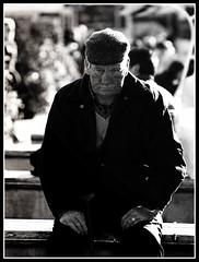 St.Anger (Fritenks) Tags: ireland bw parco galway hat drunk eyes cogalway oldman eire bn ring occhi sguardo ojos elder metallica sight cappello irlanda vecchio anello stanger gaillimh bnvitadistrada tenksrob bastonedellavecchiaia