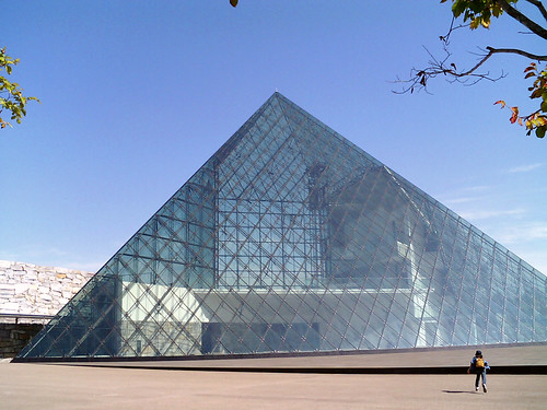 Glass pyramid 1