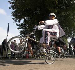 Brompton World Championships (John Spooner) Tags: cycling wheels palace racing bicycles creativecommons woodstock folder oxfordshire showoff folding daredevil stunt wheelie worldchampionship brompton evelknievel blenheimpalace i500 johnspooner