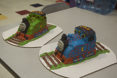 the finished birthday cakes...it's Thomas and Percy!