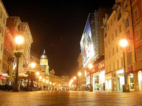 Rijeka belvárosa éjszaka