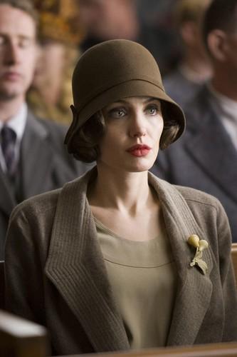 angelina-jolie-e-la-protagonista-del-film-changeling-diretto-da-clint-eastwood da te.
