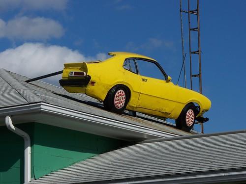 OH Newark - Half Car On Roof