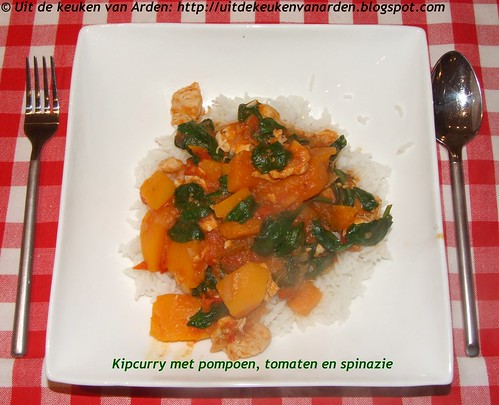 Kipcurry met pompoen, tomaten en spinazie