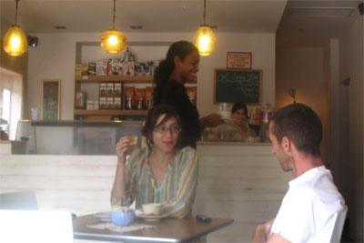 עמית וחברה, שמבסוטה מהקפה