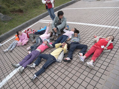 你拍攝的 7躺在地上看天空。