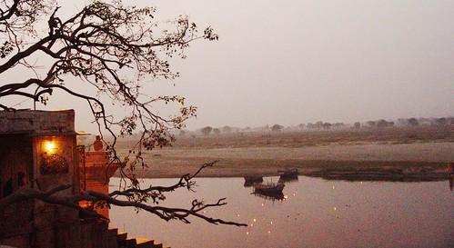 Atardecer desde Keshi ghat, Vrindavan, India by Rio Yamuna, Vrindavan, India.