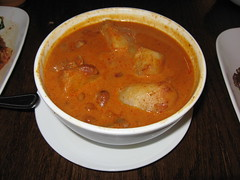 SriPraPhai: Masaman curry with chicken, onion and potatoes