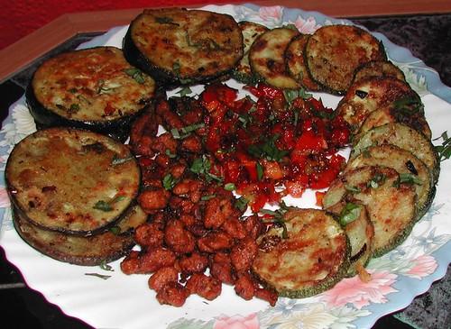 2005-06-aubergine-zucchini-soy_meat-veggie-platter