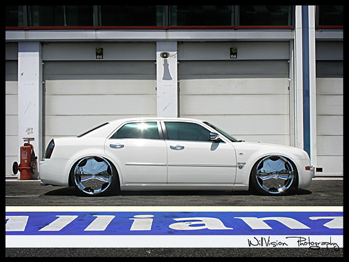 "Chrysler 300C DUB on 24"" by"