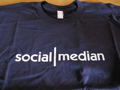 social|median t-shirt