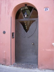 "Porta con le ""ali"" (SissiPrincess) Tags: door pink house lamp lane beautifulphoto"