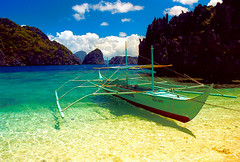 El nido, Philippines (Mark William Brunner) Tags: blue green beach water canon boats island boat southeastasia philippines beautifulbeach sexonthebeach elnido palawan beautifulwater secludedbeach sexybeach mostbeautifulbeach mostbeautifulbeachintheworld sexyfilipinas colorfullaward markwilliambrunner beachtoyourself mostbeautifulbeaches
