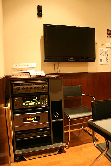 Karaoke facilities in three private dining rooms
