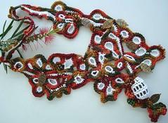 Uma pedra... (Lidia Luz) Tags: necklace handmade crochet colar croch lidialuz