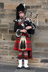 Edinburgh Bagpiper (*Michelle*(meechelle)) Tags: scotland edinburgh royal bagpipes 1001nights 2008 mile bagpiper traditionaldress blueribbonwinner flickrcolour platinumphoto anawesomeshot heartawards coloursplosion oldheartawards