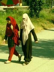 contrast (tango 48) Tags: pakistan red green scarf veil ninja hijab abaya islamabad rawalpindi dupatta