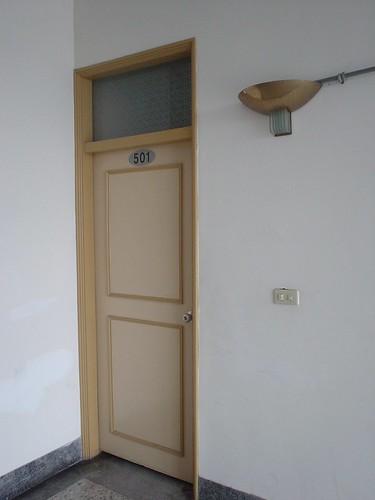 06.房門旁有裝飾小燈