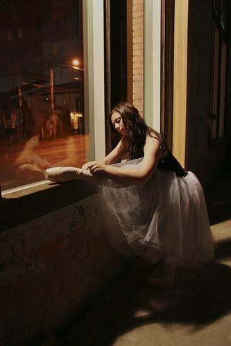 フリー画像| 人物写真| 女性ポートレイト| 白人女性| バレエ/バレリーナ| 窓辺の風景|      フリー素材|