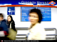 DANZA SIN TUTU Redretro (Aticolunatico) Tags: madrid metro subte bailarina sealetica trompelemonde redretro artesuburbano redretro transformacinsemiotica gregariomaratn metamapamundo