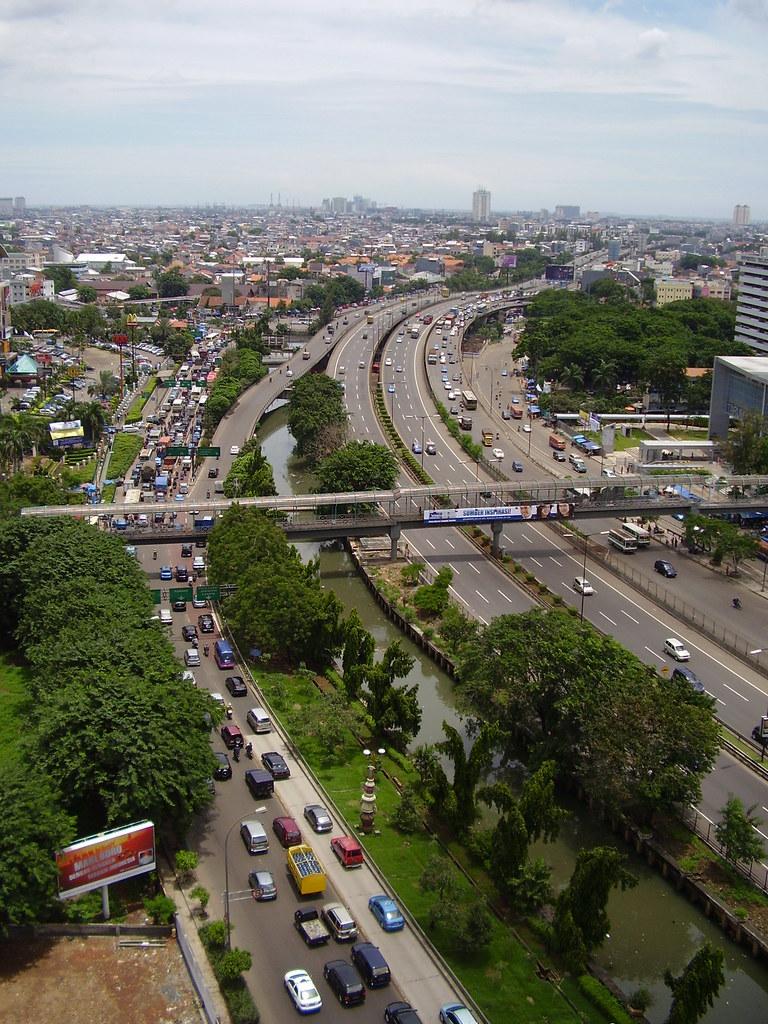 Suasana Jalan S.Parman dan Tol Grogol di siang hari (Sara Singara)