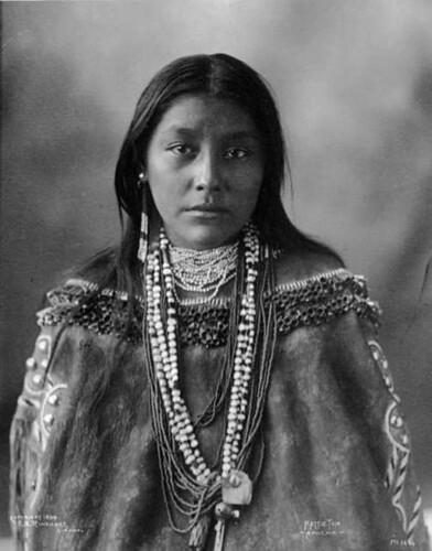 470px-Chiricahua_Apache_Hattie_Tom