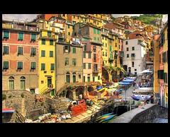 Riomaggiore (♥ Damona-Art •.¸¸.•´¯`•.♥.•´¯`) Tags: houses italy colors nikon italia raw liguria villages explore cinqueterre hdr riomaggiore d300 mywinners colorphotoaward