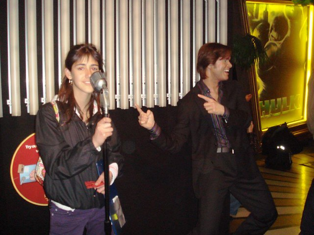 Pilar sings with Jim Carrey by PROJECT UK 2008
