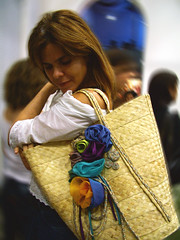 LA BELLE DE JOUR (Andria Solha) Tags: woman flower fashion rose bag recycled straw craft latin belle brazilian scraps cloth belledejour clothflower andriasolha acsolha