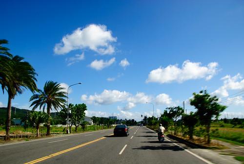 一邊騎車一邊拍,南國的天空讚