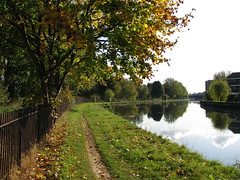 River Lea (Tetramesh) Tags: uk greatbritain england london river walking canal unitedkingdom britain walk londres hackney londra e9 londen riverlea riverlee lontoo tfl londonwalks transportforlondon jimwalker citywalks londyn capitalring britishwaterways londn  leenavigation leanavigation londona londoncanal inlandwaterways londonas davidsharp tetramesh hackneycut walklondon  urbanwalks londonwaterway stuartmcleod colinsaunders waterwaysinlondon geo:lat=51556855 geo:lon=0037561 londonswaterways londr rogerwarurst brianbellwood orbitalsworkingparty londonwalkingforum jenniehumphreys alexandrarook abimansley