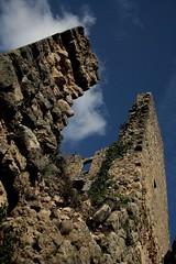 castello (frankagoestohollywood) Tags: pietre siena sassi piante autunno castello castelvecchio rudere fuoriporta