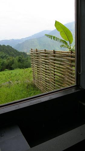 36.浴室大玻璃窗望出的景色