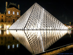 le louvre by night (romvi) Tags: paris france monument water museum night lumix lights architechture long exposure nightshot pyramid louvre illuminations muse diamond panasonic explore reflet le villa reflexion nuit pyramide romain lumieres diamant colorphotoaward fz18 romvi