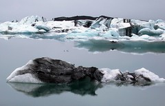 Jkulsarlon (ystenes) Tags: blue lake black ice water reflections iceland iceberg 1001nights sland jkulsrln blueice magiccity blackice  jkulsarlon platinumheartaward flickrestrellas worldtrekker aguasdivinas worldtreekker platinumpeaceaward 1001nightsmagiccity beautifulice magiccty