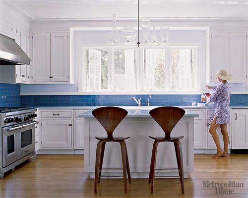 Perfect blue + white kitchen: White cabinets, blue tile, Norman Cherner stools