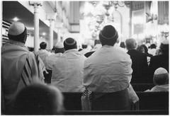 20h23 (DeborahLeca) Tags: man pray synagogue jew homme kippa juif prier kippour