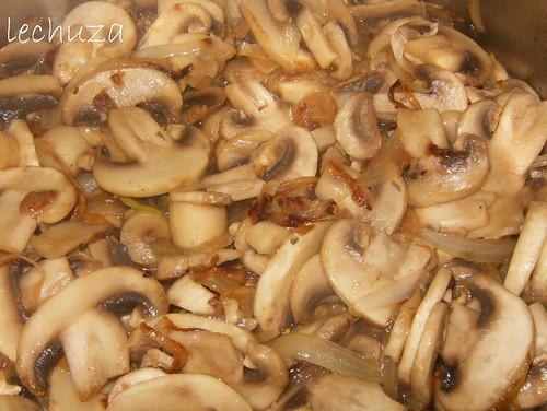Pasta con champiñones-cocinar junto