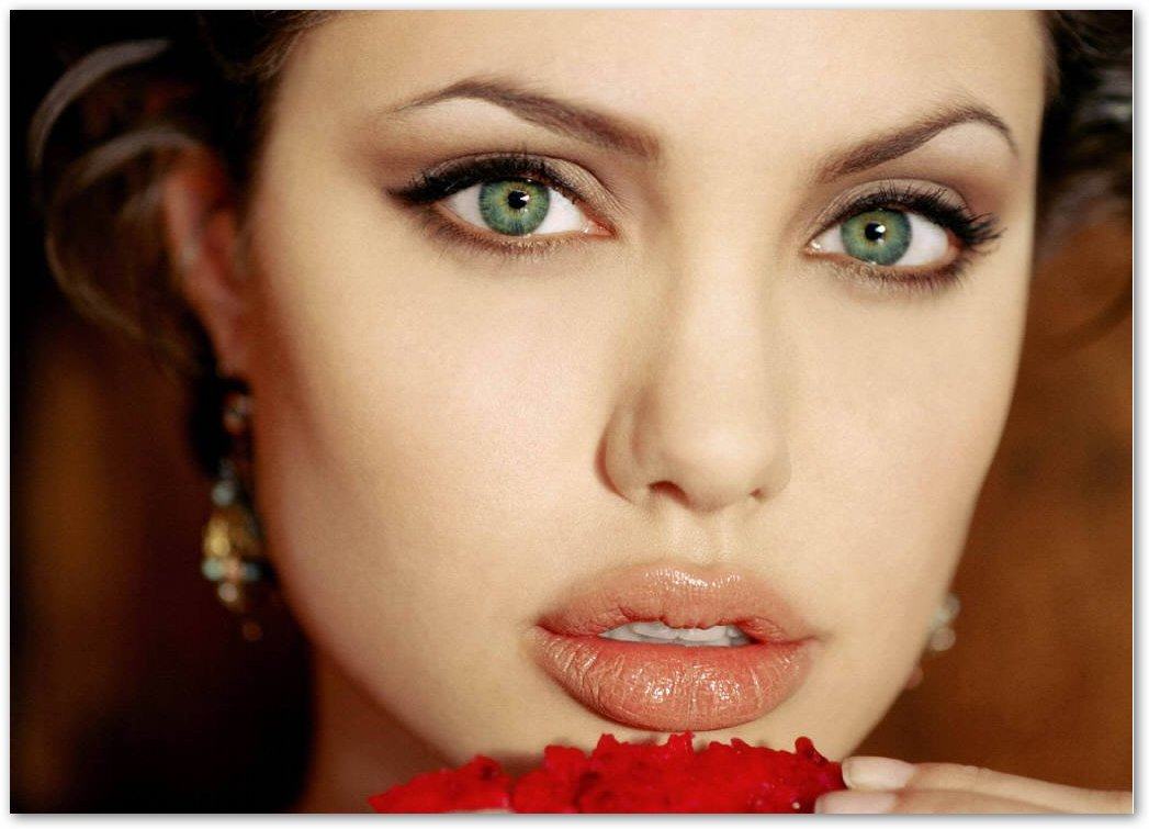 Trucchiamoci come le star: Angelina Jolie (Cat's Eyes)