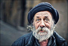 "Mr. Sandro ""Conte"" Pimazzoni (Salvatore Falcone) Tags: street portrait people canon dof bokeh homeless naturallight verona handheld 5d clochard canonef50mmf12lusm salvatorefalcone"