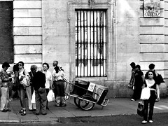 La carreta (Sator Arepo) Tags: madrid street leica people blackandwhite bw white black window calle reflex infrared digilux basurero carreta carretas 1450mm digilux3 calledecarretas retofz1010126 gettyimagesspainq1