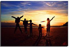 Llandudno_128a (Muzammil (Moz)) Tags: uk sunset beach children landscape manchester photography llandudno moz northwales golddragon impressedbeauty isawyoufirst conon400d theunforgettablepictures goldstaraward sillhouts afraaz