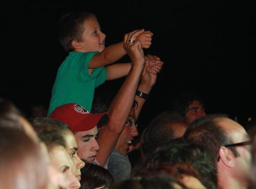 Kid watching Arrebato