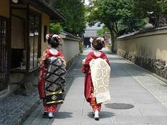 Geishas caminando en Kyoto (Kyoto, Japón)