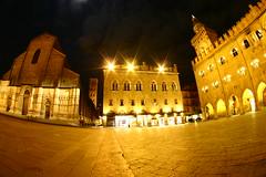 Piazza Maggiore 1 (behindthiswall) Tags: bologna emiliaromagna piazzamaggiore sanpetronio medioevo bolognabynight palazzodelcomune italiamedievale bolognadinotte