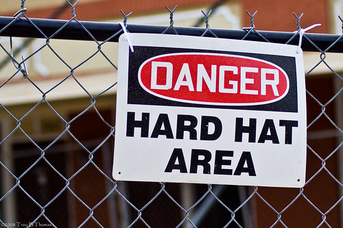 Sign_HardHatFence