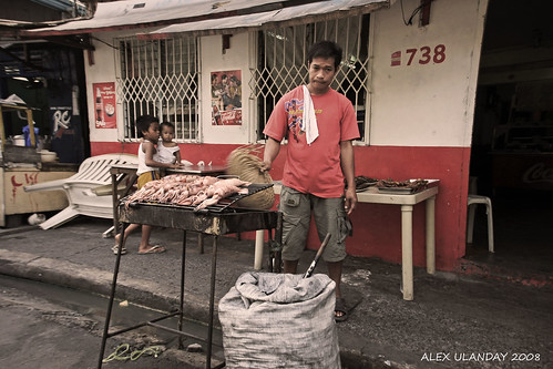 street vendor cooking barbeque for sale in the street of Manila Philippines Buhay Pinoy  Ngayon Filipino Pilipino  people pictures photos life Philippinen